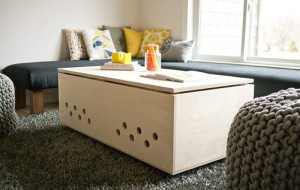 Журнальный столик и домик для собак
