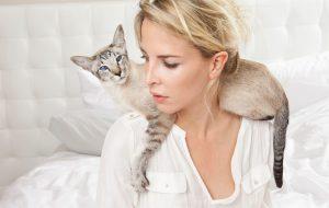 Кошка нашла у хозяйки рак быстрее, чем врачи